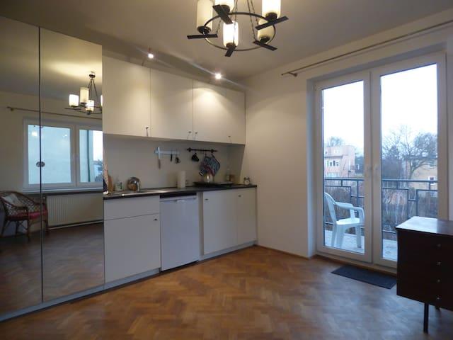 Słoneczne mieszkanie z widokiem na ogród - Warszawa - Apartment