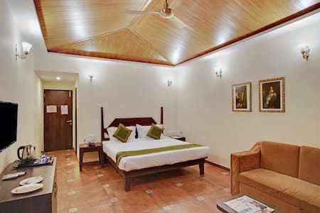 Boutique Room With Shared Pool (Near Venna Lake)