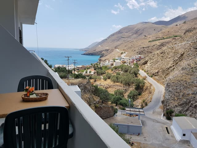 Comfort quite sea view appartment in Chora Sfakion