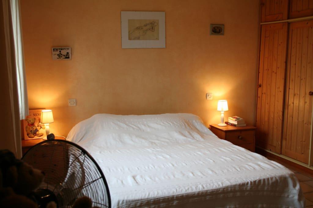 Les chambres sont confortables et restent fraîches pendant l'été.