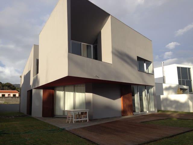 Great house near the sea - São Mateus da Calheta - Huis