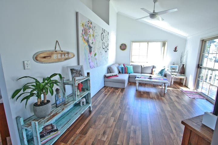 Your Home Away From Home With Beachy Vibes - Elanora