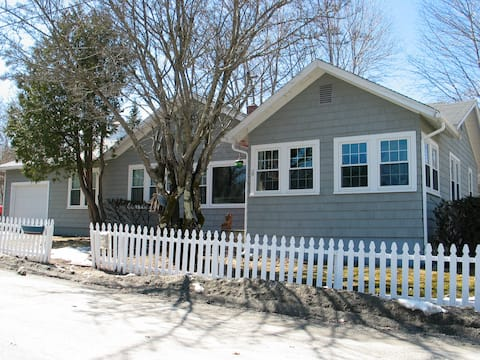 The COTTAGE AT OTTER CREEK - FAMILY HOME- SLEEPS 9