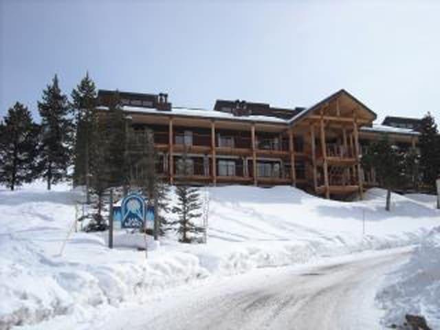 Huge Ski in Out Condo 4 Bdrm +Loft
