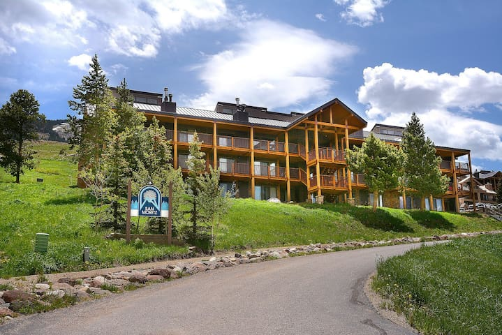 Huge Ski in Out Condo 4 Bdrm +Loft  - Mt. Crested Butte - Byt