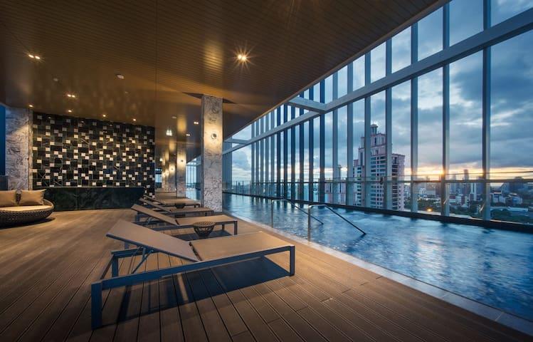 Luxury living & highest pool near EmQuartier (BTS)