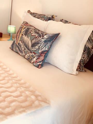 Makala - Chambre de standing - Tout confort - dans cet appartement climatisée TV - wifi