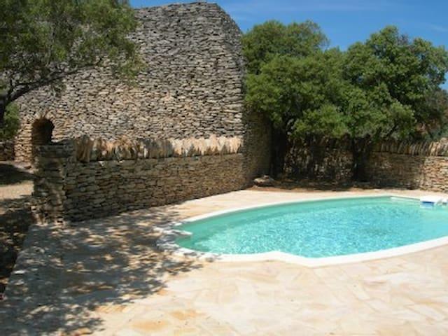 Borie et piscine chauffée