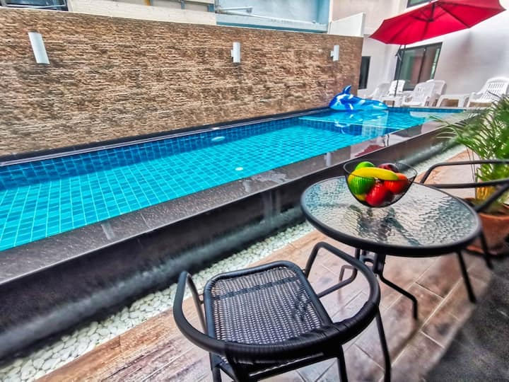 Pool Access 200 meter from beach in quiet area of best soi 7