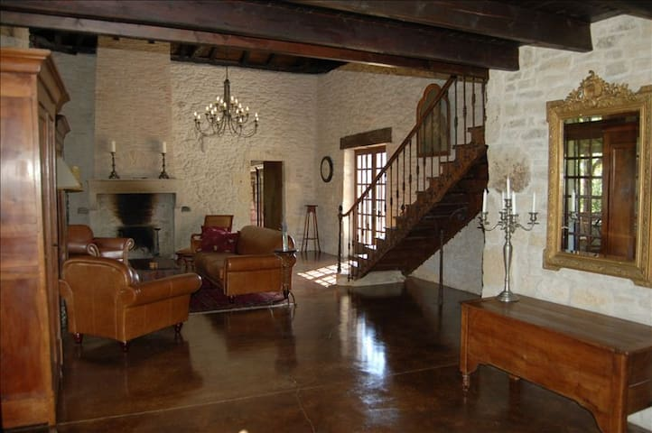 Elegant, secluded stone farmhouse - Sainte-Colombe-de-Duras