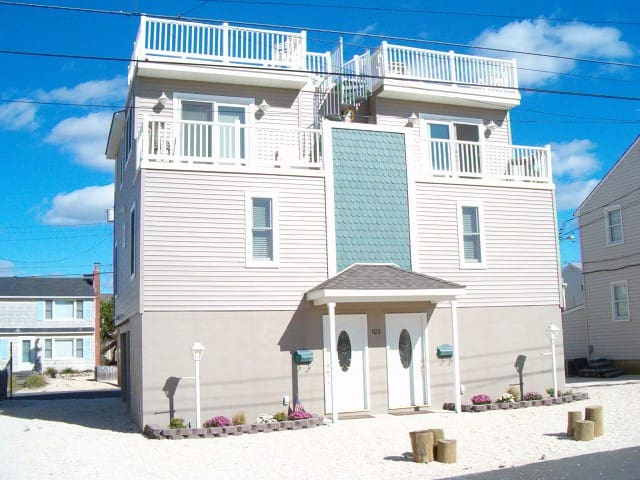 250 ft to Ocean...sold out for 2016 and 2017! - Long Beach Township - House