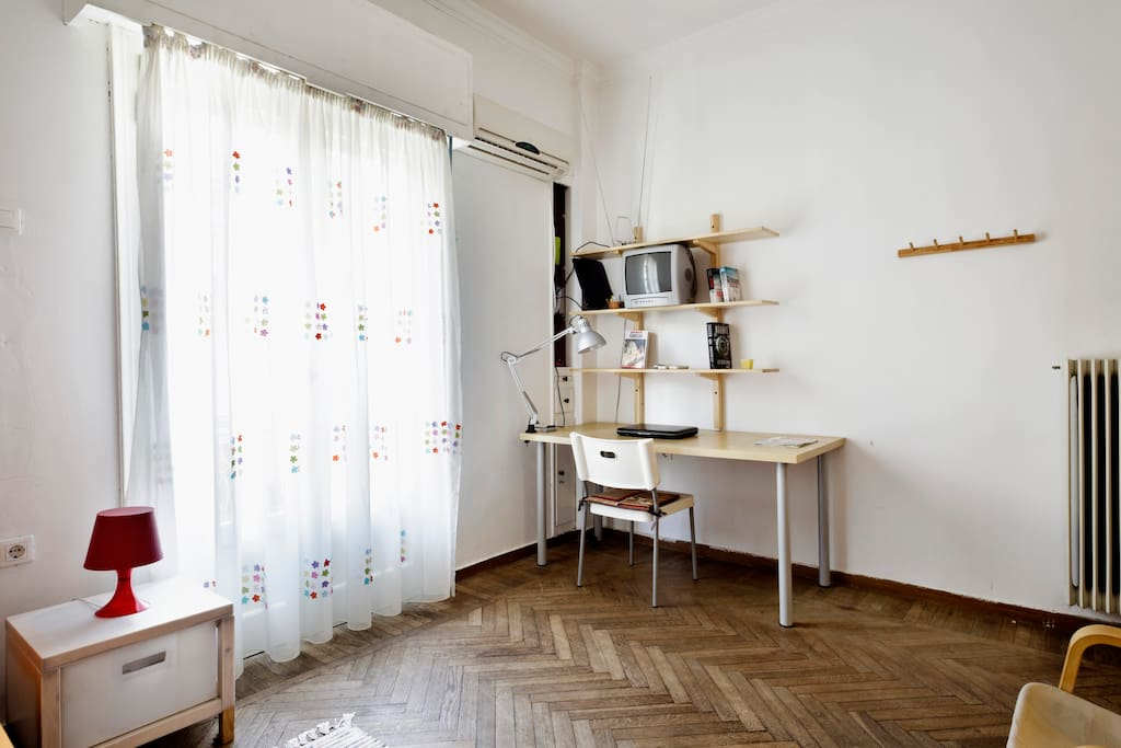 1st room with office, library, quite and ideal for working, wifi for free