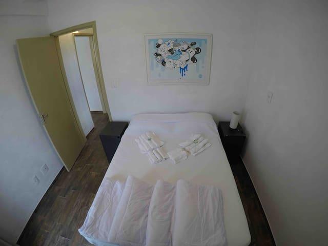 Quarto, Sala e Banheiro exclusivo! Perto de tudo