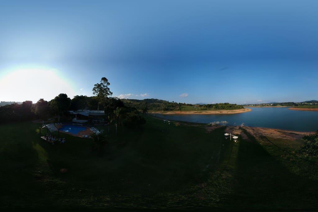 Espaço rodeado pelas águas da represa