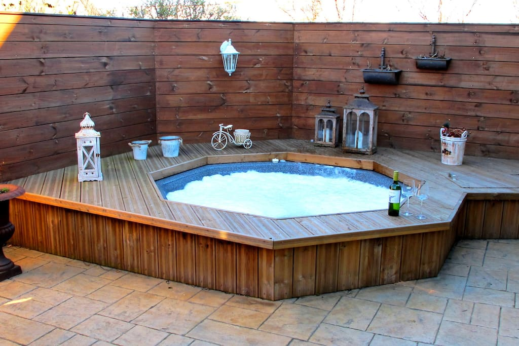 Hot tub for 8 person free parking wifi houses for for Hot tubs for tall people