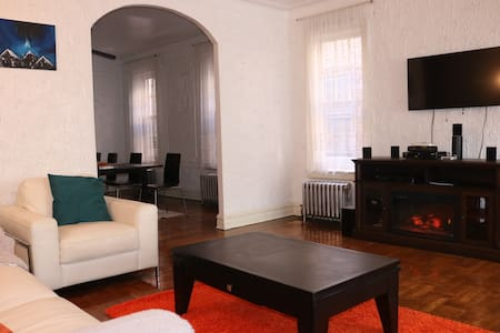 5 Bdrm-Home With Some Character in a Good Way - Ház