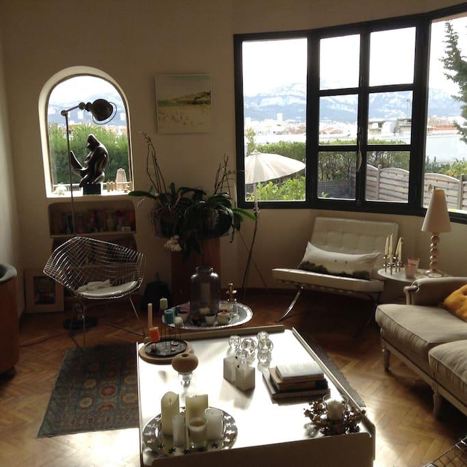 Villa avec piscine maisons louer marseille france for Restaurant avec piscine marseille