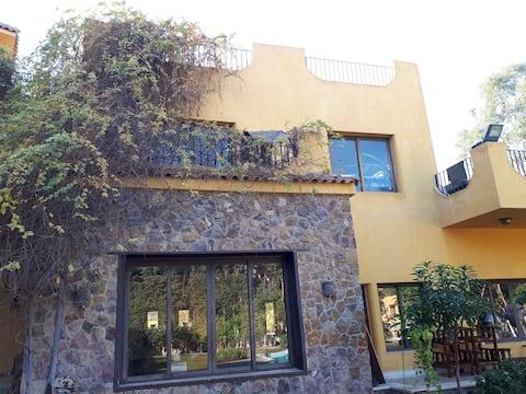 Lägenhet med 1 sovrum i en privat villa med pool