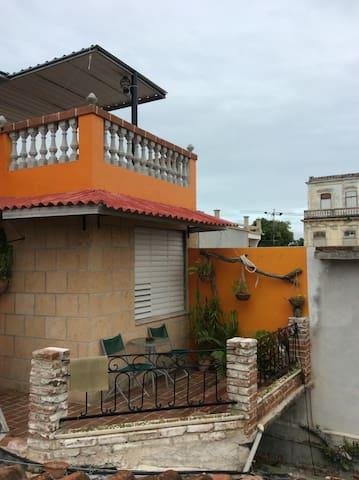 Hostal Calle 12 Altura y Sol habitación 2
