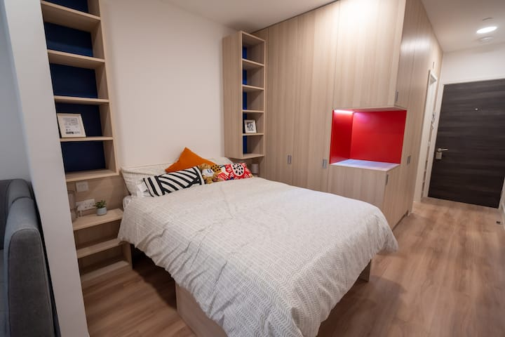 City Centre Studio Apartment - Sparkford Road