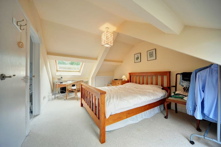 En-suite Double Room in Gosforth - Newcastle Upon Tyne - Bed & Breakfast