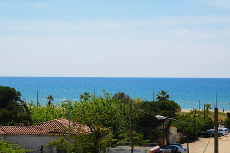 HOUSE ON THE BEACH IN CASTELLDEFELS - BARCELONA
