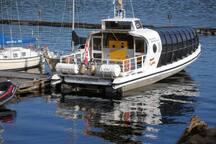 Réservez directement sur place vos forfaits fjord ou et baleines. Louis est agent autorisé pour ''Les navettes du fjord'' et croisières AML