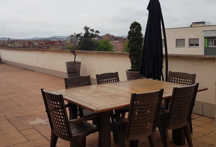 Lauredal - Ático amplio con terraza, vistas - 2Hab