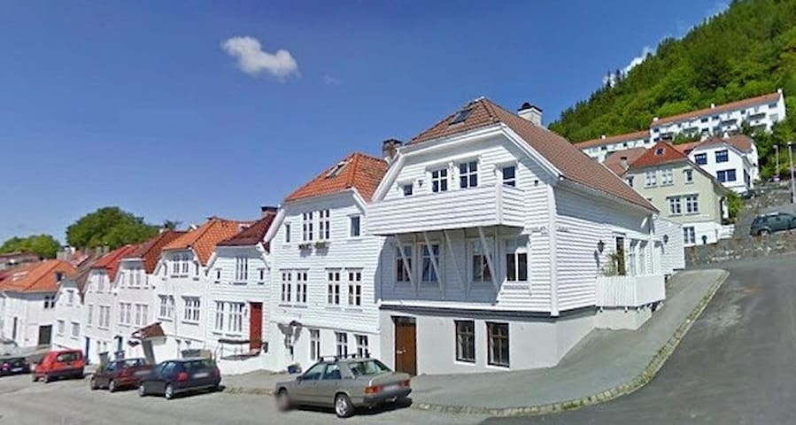 Charming 2 bedroom townhouse. - Bergen - House