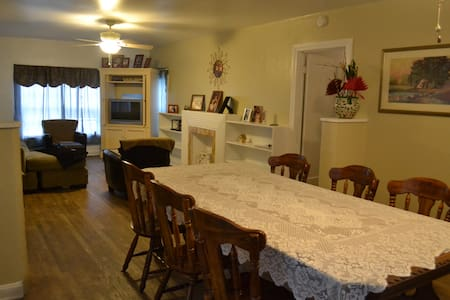 Revamped Vintage King Ranch House - Kingsville