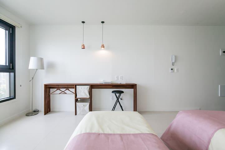 Ssari's Flower Hill (No 203)   - Jeju-si - Bed & Breakfast