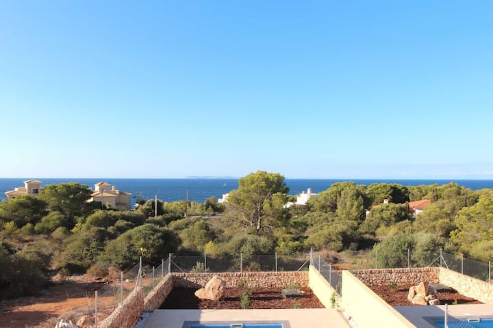 !NEW! Spacious holiday home with sea view and pool