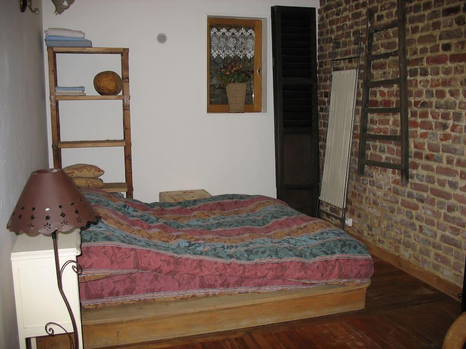 Coin chambre 1 grand lit