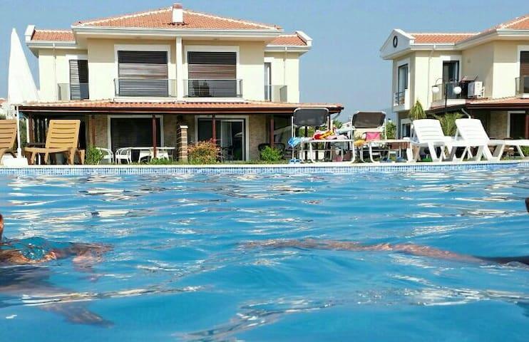 Villa mit Pool in sicherer Anlage - Davutlar