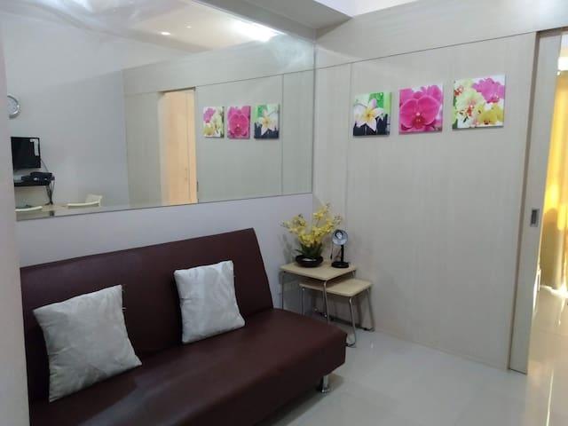 A Comfortable 1 Bedroom Unit w/  Balcony 💖