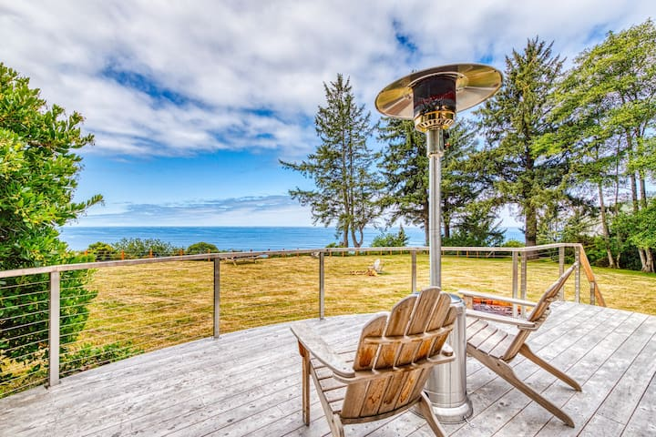 Romantic oceanfront cabin w/ iconic views of Manzanita shoreline/Neahkahnie Mtn!