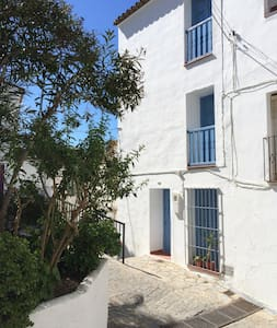 Traditional white village house in Casares-Málaga - Casares