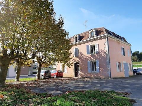 Möblerad lägenhet på 65m2 mitt i Pouillon