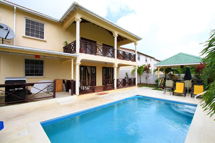 Sungold House: Gingerlilly 1bed - Douglas