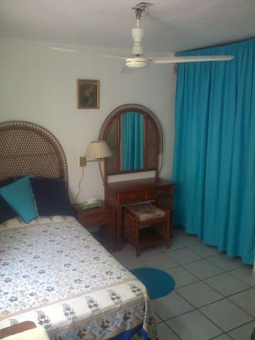 Acogedora recamara con baño privado - Puerto Vallarta - Bed & Breakfast