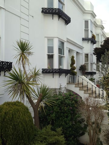 Perfect garden flat near hove lawns