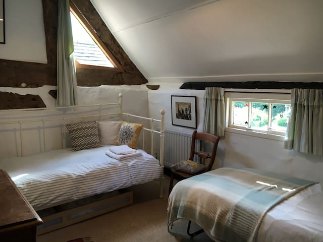 Single room in a farmhouse. - Wolverhampton