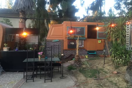 GLAMPING in artist garden space - Los Angeles - Capanna