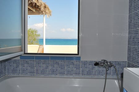 beach apart. 4pers right on the sea - Chios - Apartament