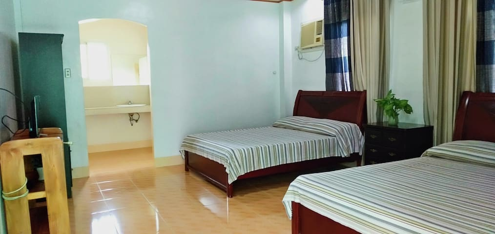 Hiland Beach Resort - Deluxe Twin Bed for 4 Guests