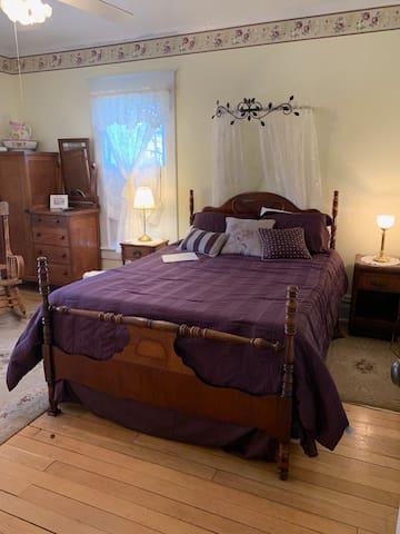 """Locust Hill Inn, """"Stardust"""" room"""