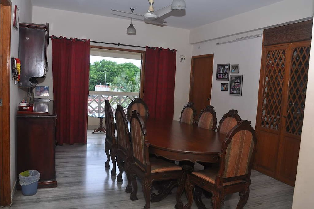Dining room, full with an antique dining table seating 8