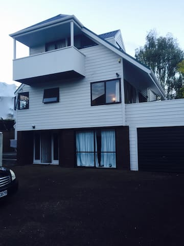 Large Private Double Room - Auckland - House