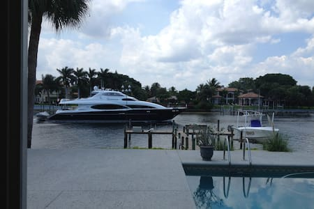 AWESOME INTRACOASTAL LOCATION - North Palm Beach - Byt