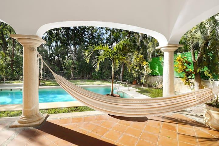 Large  Villa  Pool Close To Beach Sleeps 16